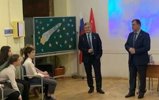 Андрей Борисенко и Сергей Вострецов выступают перед детьми