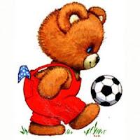 Gambar teddy bear menimang sebiji bola