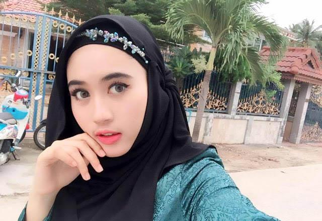 Wanita Muslimah Cantik Asal Thailand