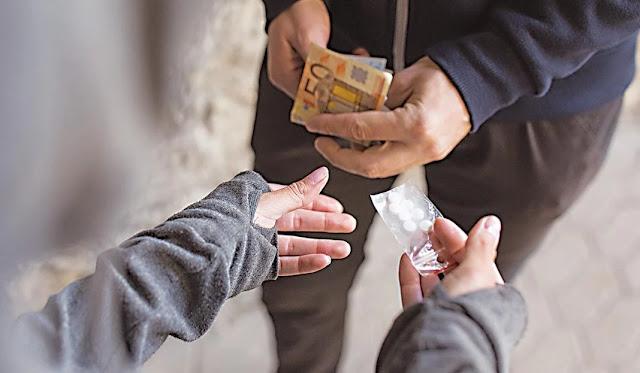 Ιρανές ντίλερ ναρκωτικών σε «φωλίτσα» ΜΚΟ στην Αθήνα