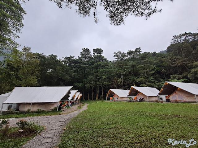拉波波村營區環境白色調的帳棚設計