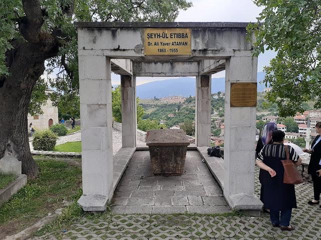 """Dr. Ali Yaver Ataman'ın """"Şeyhü'l etibba-Başhekim"""" (1868-1955) Kabri - Safranbolu Hıdırlık Tepesi, Karabük"""