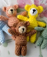 http://anniesgranny.com/wp-content/uploads/2014/12/Small-crochet-bear-by-Annies-Granny-Design.pdf