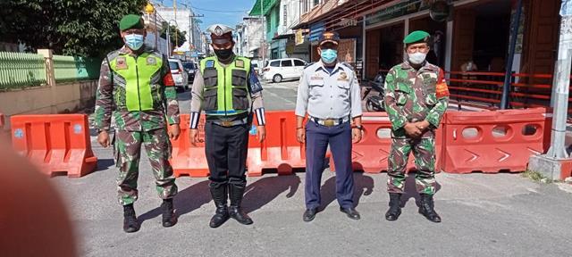 Personel Jajaran Kodim 0207/Simalungun Laksanakan Ops Pengendalian PPKM Level lll Diwilayah Pematang Siantar