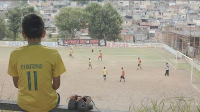 4º episódio de 'Além das Quatro Linhas' mostra a disputa entre meninos que sonham em viver da bola_CNN BRASIL