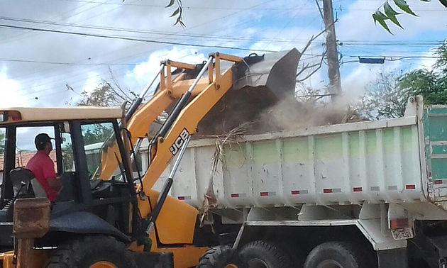 Prefeitura de Delmiro Gouveia realiza mutirão de limpeza nos bairros Bom Sossego e Eldorado