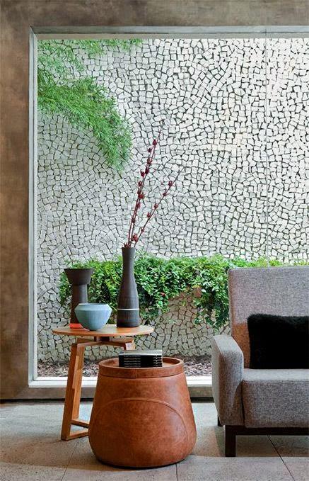 parede -com-assentamento-de-pedras-portuguesas