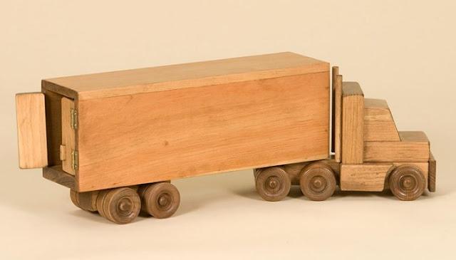 miniatur truk kontainer dari kayu