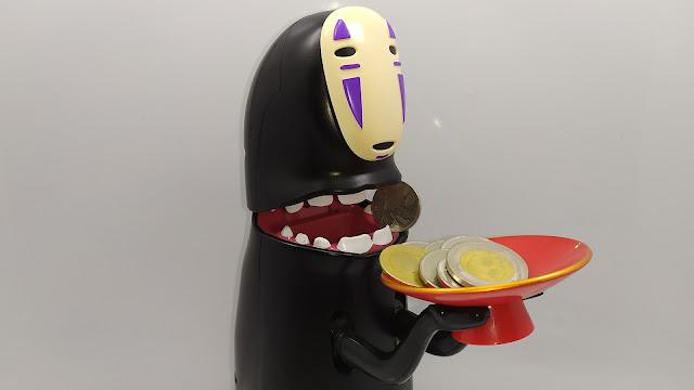 حصالة نقود عجيبة تأكل القطع النقدية Spirited Away Kaonashi No-Face Piggy Bank Money Saving Box