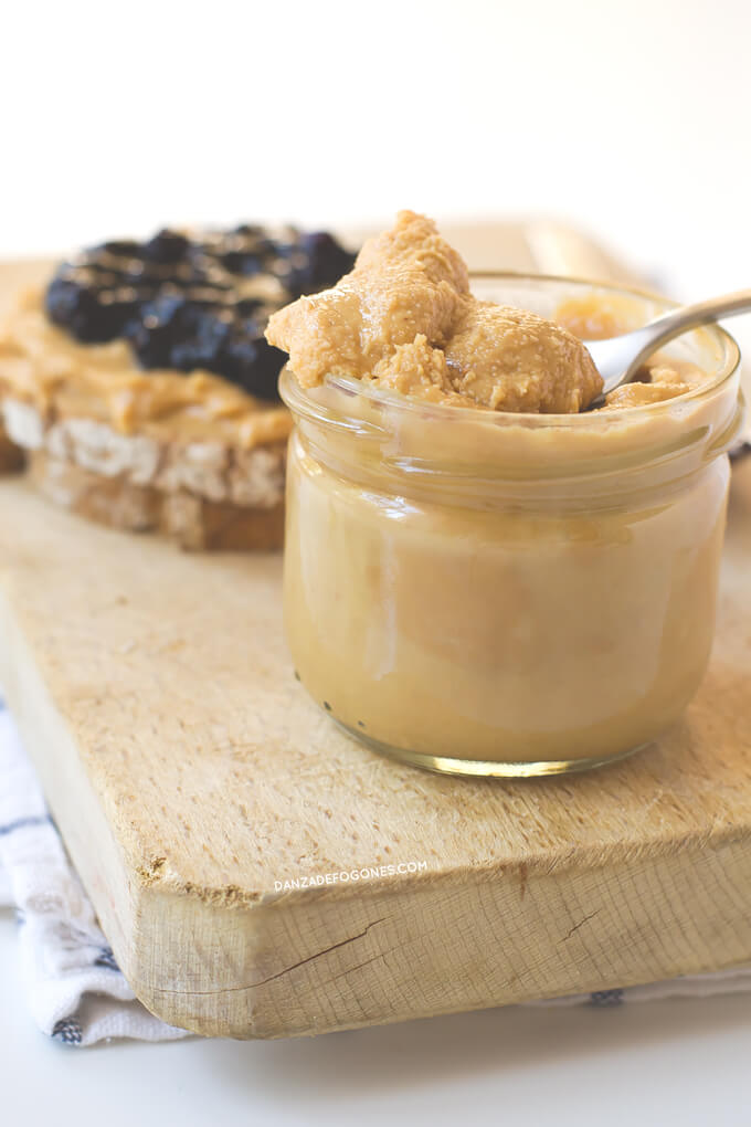 How to Make Homemade Peanut Butter or Peanut Butter | danceofstoves.com
