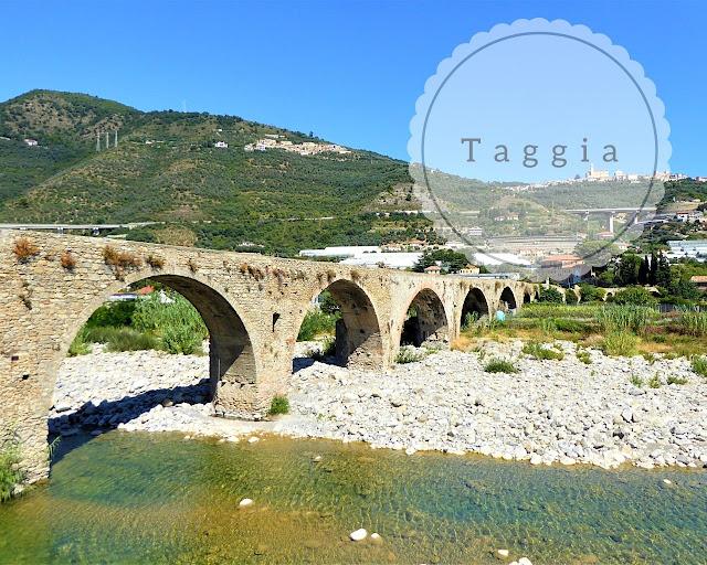 Taggia: ponte antico nel borgo medievale della riviera dei fiori