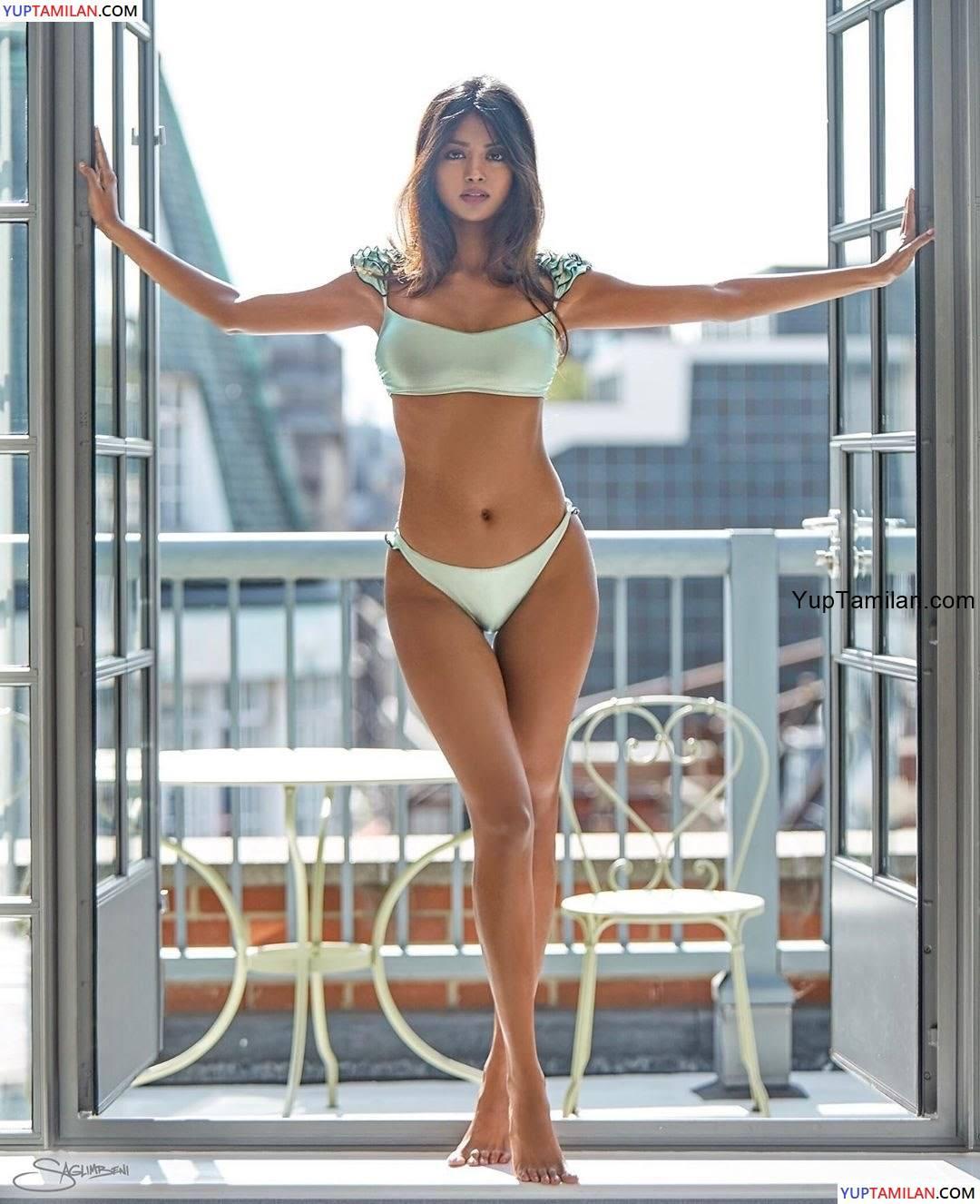Shaun Romy Sexy in Bikini Images