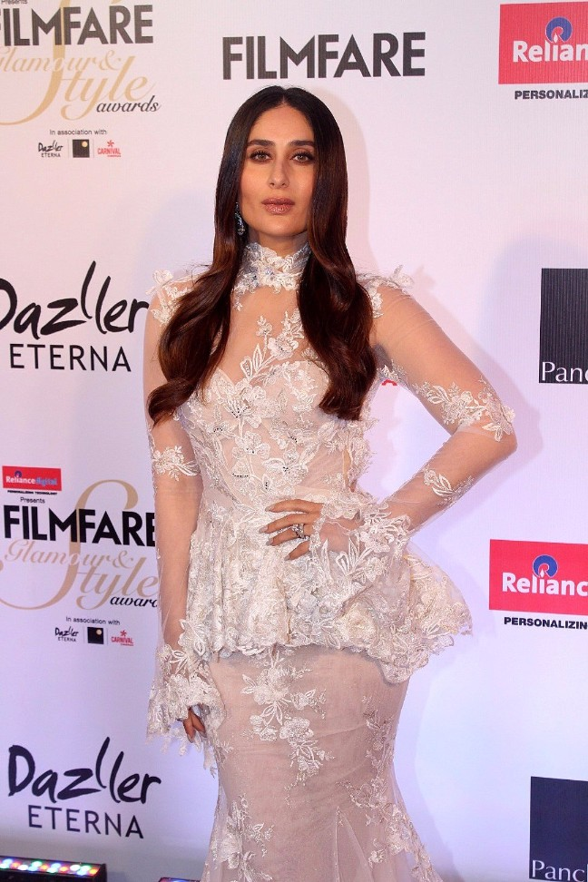 Kareena Kapoor Stills at Filmfare Glamour And Style Awards 2017