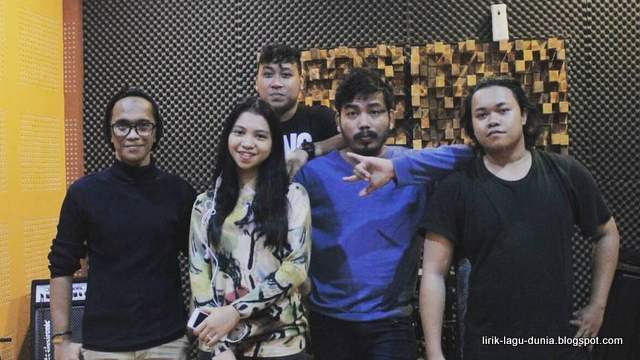 Dheandra Band - instagram