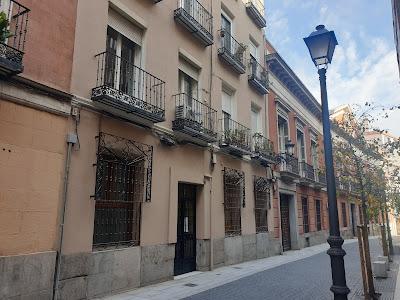 Portal del número 7 de la calle Farmacia, Malasaña, Madrid.