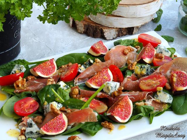 Sałatka z szynką parmeńską i serem pleśniowym