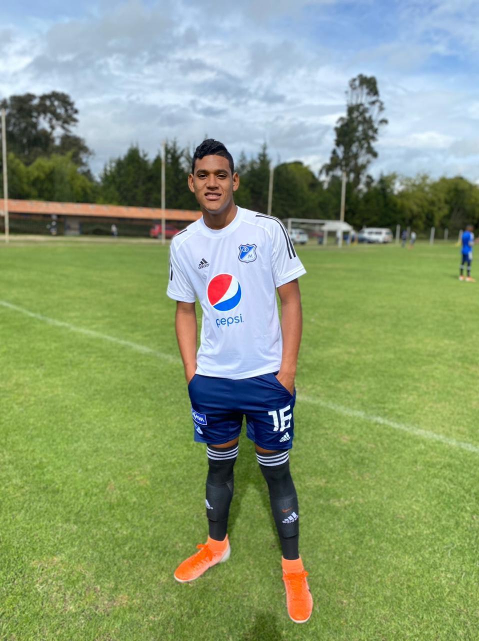 https://www.notasrosas.com/ Alejandro 'Toto' Oñate: la nueva estrella guajira que iluminará el firmamento del fútbol mundial