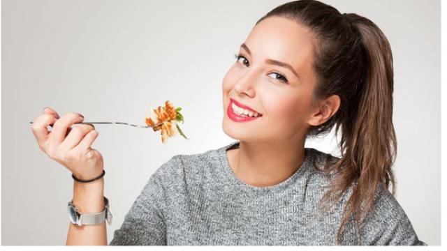 عادات غذائية تؤدي بك مباشرة الى الشيخوخة المبكرة انتبهوا منها!