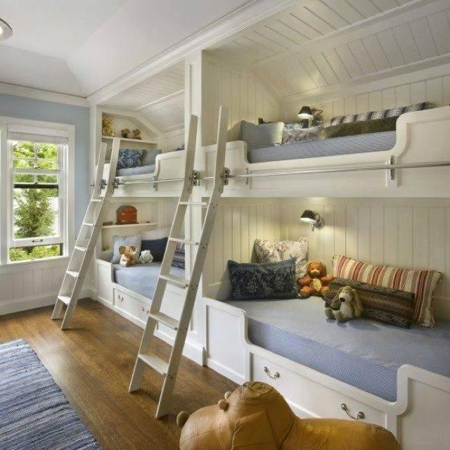 2 x 2 lits pour enfants avec escaliers
