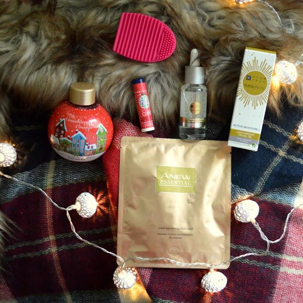 Predbožični paket Avonovih lepotnih dobrot