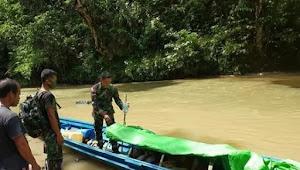 6 Jam Arungi Sungai, Satgas Pamtas YR 641 Evakuasi Lansia Penderita Stroke