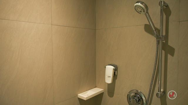 Shower room 宜必思尚品普吉島城市酒店 - ibis Styles Phuket City