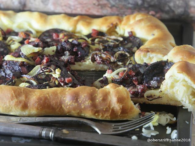 Blutwurst Pizza mit Sauerkraut