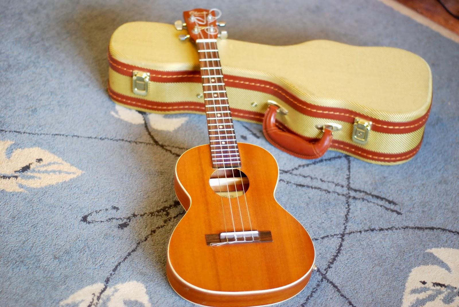 Ohana TKS-15E ukulele