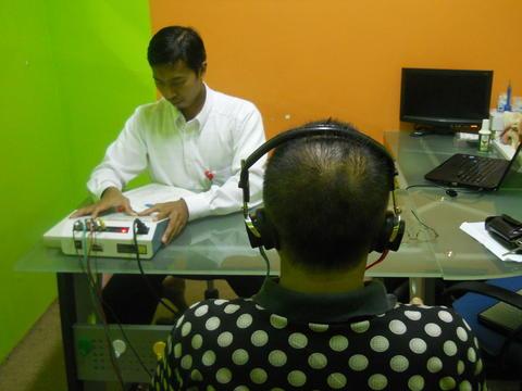 Tes Pendengaran Ingin Lucu