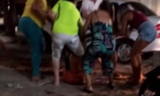 Mulheres trocam tapas em posto de combustíveis no centro de Sousa e vídeos viralizam na internet