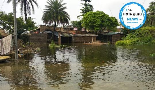 बाढ़ ने मचा दी है तबाही, सामाजिक कार्यकर्ताओं के भरोसे जी रहे हैं लोग