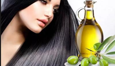 Dengan rutin mengoleskan minyak zaitun pada rambut, maka kandungan vitamin E nya akan memelihara kesehatan rambut. Selain itu, rambut Anda juga semakin tebal dan bersinar secara alami. Jadi bagi Anda yang mengalami kebotakan pun bisa menggunakan minyak zaitun untuk merangsang pertumbuhan rambut.