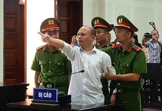 Bị cáo chỉ tay chửi thẳng mặt Chủ tọa phiên tòa và Viện kiểm sát đầy phẫn uất