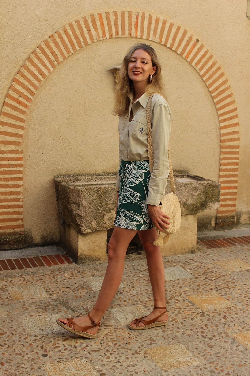 safari-look-shein-leaves-print-skirt-raffia-bag