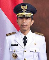 Joko Widodo Presiden RI Ke-7 Sebelum mendjadi Presiden beliau menjabat sebagai Gubernur DKI Jakarta