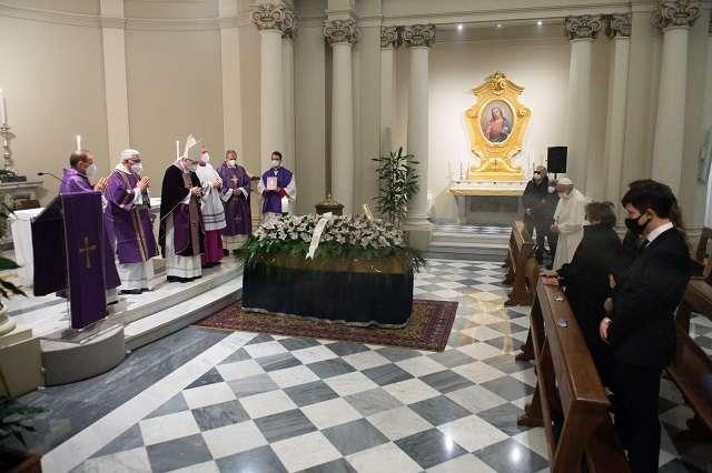 Paus Fransiskus Menghadiri Pemakaman Dokter Pribadinya di Vatikan
