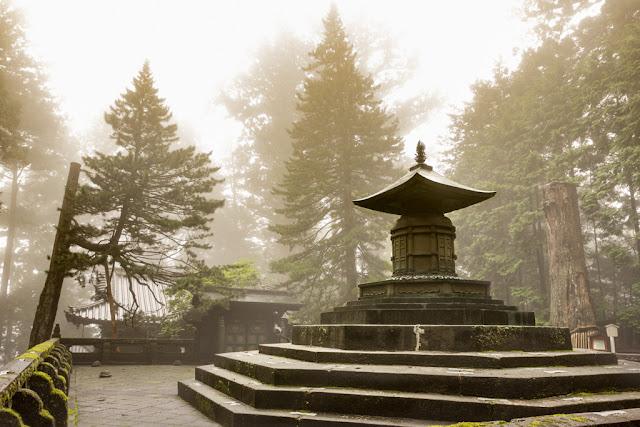 Mausoleo de Tokugawa Ieyasu :: Canon EOS5D MkIII | ISO400 | Canon 17-40@20mm | f/5.6 | 1/50s