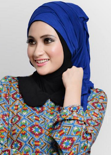 Model Hijab Pesta Warna Biru