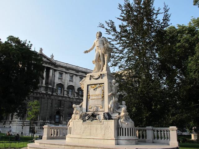 Monumento a Mozart em Viena