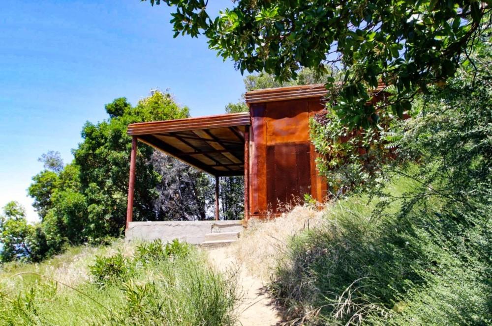 Тропа Танбарк и жестяной дом в парке Джулии Пфайффер Бернс в Калифорнии