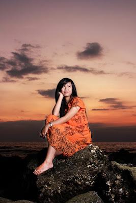 Model cantik dan manis di pantai Buleleng bali Tria