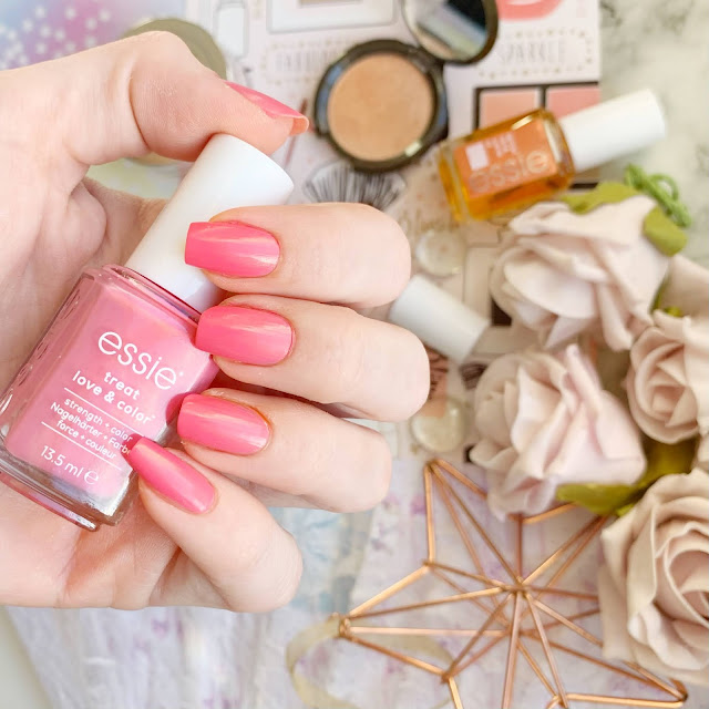 Essie-Treat-Love-and-Color-punch-it-up-review-swatch