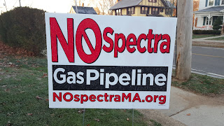 No Spectra gas pipeline sign on a Franklin lawn