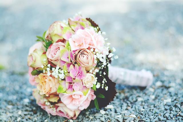 róże bukiet ślubny
