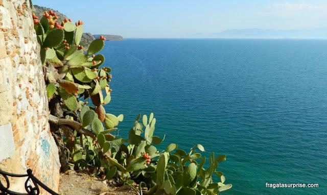 Nafplio vista do alto das muralhas da fortaleza de Palamidi