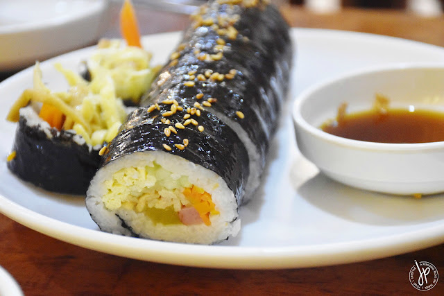 regular kimbap with dipping sauce