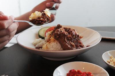 inijie_amanda_kohar_jack_magnifico_putra_putera_nikita_kusuma_surabaya_kampus_mahasiswi_mahasiswa__kuliner_surabaya_chippeido_diary_culinary_merli_vicky_yuwono_food_blogger_photographer_pro_professional_chinese_cina_china_bambu_jepang_japan_japanese_foodie_foodies_mcdonald_mekdi_fast food_the_culina_koko_buncit_meme_couple_apple_pen_ppap_pie_pinapple_the lodge_coffee_coffee shop_shop_thelodgecoffeeshop