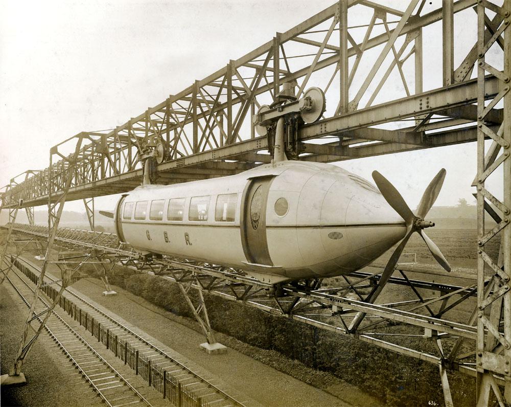 Шотландский инженер Джордж Бенни разработал рельсовый самолет.