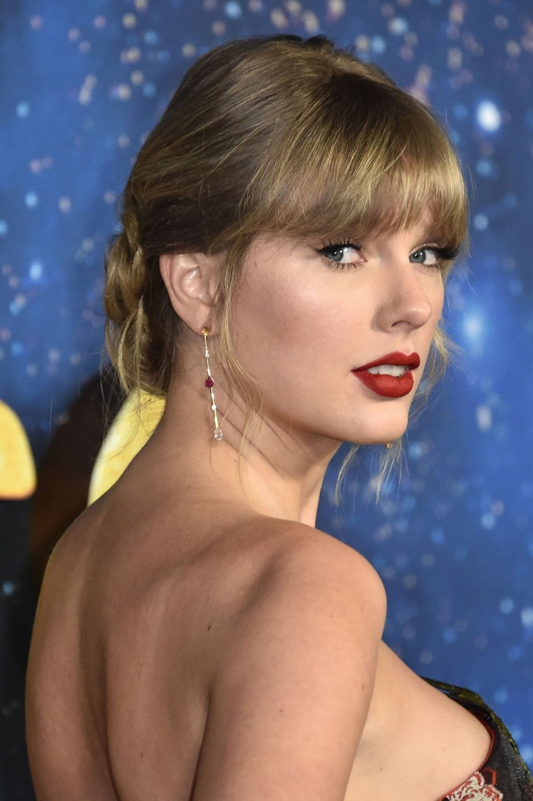 """Taylor Swift Hot At """"Cats"""" Premiere in NYC 2019   RitzyStar"""