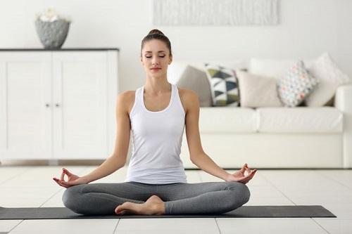 Nên đăng ký học Yoga online hay học tại cơ sở Yoga